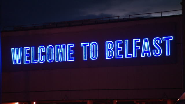 vídeos de stock e filmes b-roll de 'welcome to belfast' neon light at belfast international airport, northern ireland - belfast