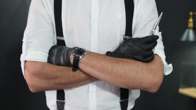 willkommen in meinem friseurladen - suspenders stock-videos und b-roll-filmmaterial