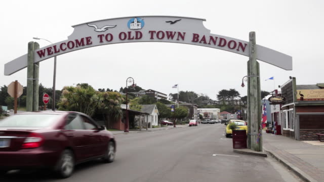 WS Welcome to Old Town Bandon sign over main street / Bandon, Oregon, USA