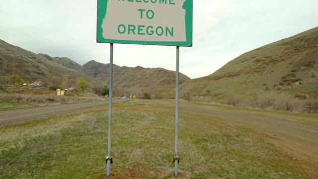welcome to oregon sign - portland oregon stock videos & royalty-free footage