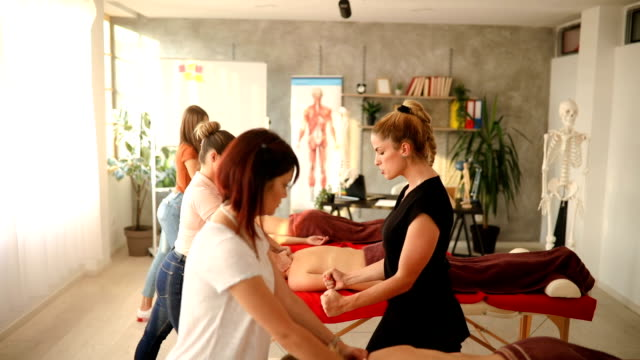 stockvideo's en b-roll-footage met welkom op onze massageschool - new age