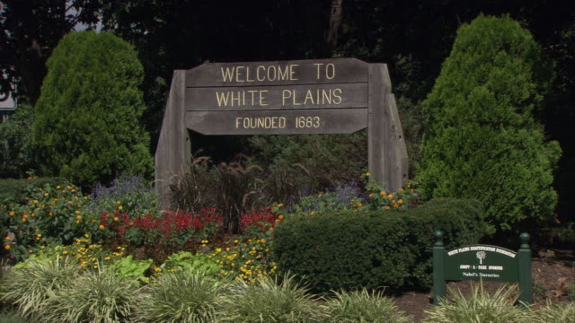 ms 'welcome to white plains - founded 1693' sign / white plains, new york, usa - welcome sign stock videos & royalty-free footage