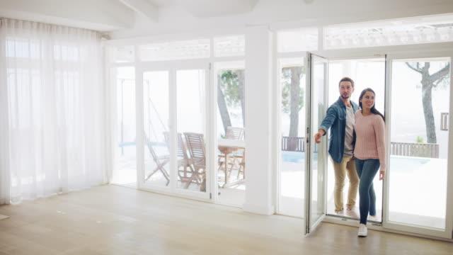 vídeos y material grabado en eventos de stock de bienvenido a su futuro - propiedad inmobiliaria