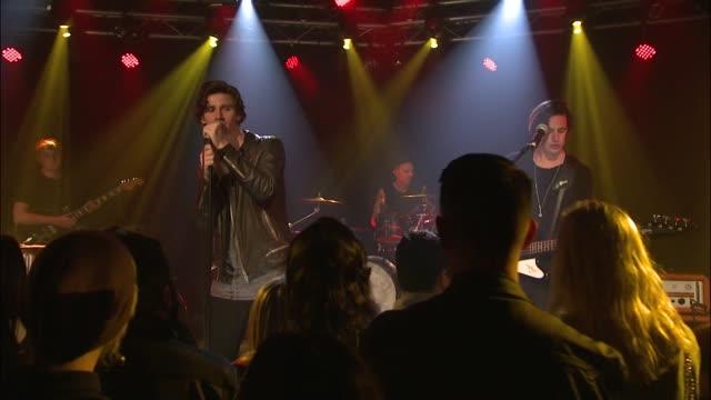 vídeos y material grabado en eventos de stock de jbtv welcomed the upbeat coasts live in the jbtv studios to play their song 'wallow' - montaje documental