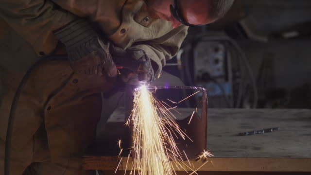 stockvideo's en b-roll-footage met ms tu welder at work / orem, utah, usa.  - orem utah