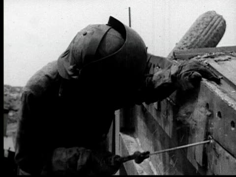 1935 ms welder in protective mask welding - metallindustrie stock-videos und b-roll-filmmaterial