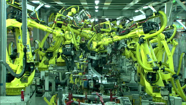 saldatore robot - automobile industry video stock e b–roll