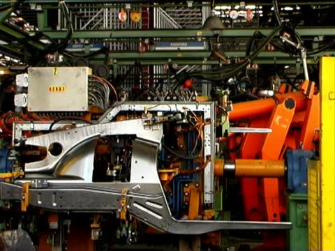 溶接ロボット(車メーカーズ - 自動車工場点の映像素材/bロール