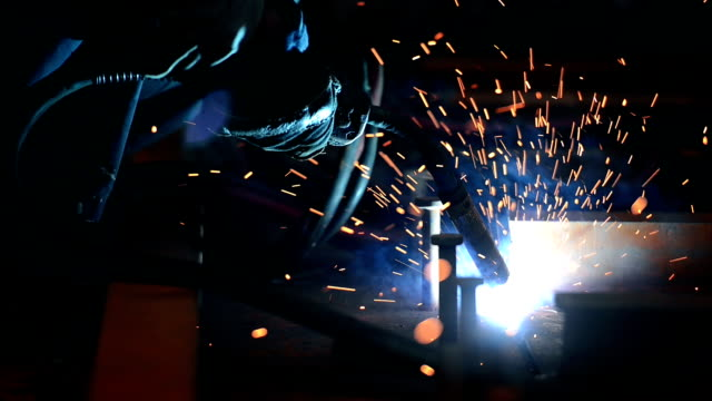 schweißen - schweißen stock-videos und b-roll-filmmaterial