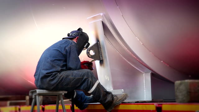 stockvideo's en b-roll-footage met welding work - steel