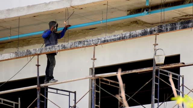 Schweißen arbeiten auf einer Baustelle