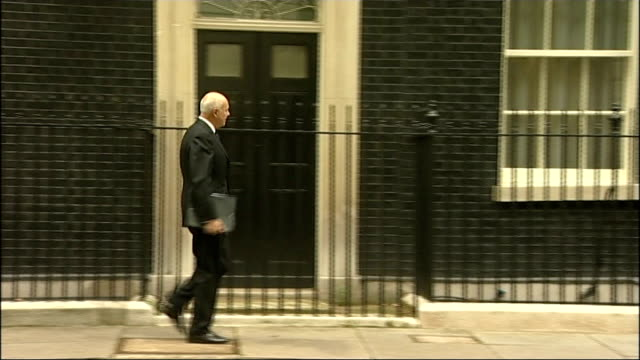 stockvideo's en b-roll-footage met benefits system under review tx iain duncan smith mp along to number 10 - number 9