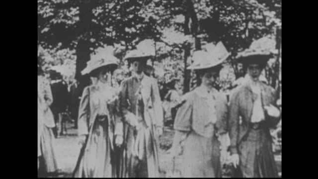 well dressed ladies in a big city park - neunzehntes jahrhundert stock-videos und b-roll-filmmaterial