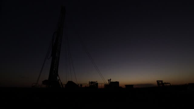 well drilling for groundwater in fresno california on september 23 wide shots of a drilling rig and equipment at dusk - groundwater stock videos and b-roll footage