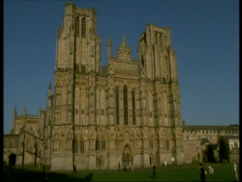 wells cathedral, avon - ms gothic style stone building - wells cathedral stock videos & royalty-free footage