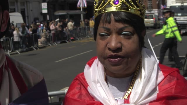 interviews – wellwishers waiting and discussing their excitement ahead of the royal wedding of prince harry ms meghan markle on may 18 2018 in... - königliche hochzeit stock-videos und b-roll-filmmaterial