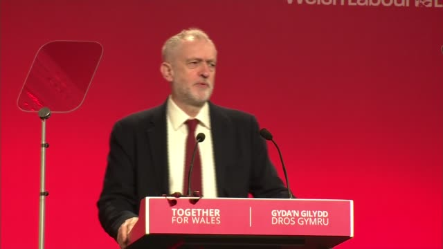 welsh labour conference: jeremy corbyn speech and interview; wales: llandudno: int jeremy corbyn mp speech sot - on labour party supporting being in... - typisch walisisch stock-videos und b-roll-filmmaterial