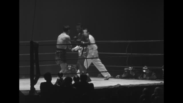 welterweight champion boxer sugar ray robinson boxes french boxer jean stock in palais des sports / gv boxers in corners of ring with trainers before... - boxing ring stock videos & royalty-free footage