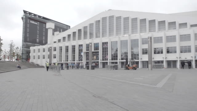 wembley stadium, football arena behind row of trees, sse arena, wembley indoor venue, gray clouds in sky, unidentifiable people standing in plaza fg,... - wembley arena stock videos & royalty-free footage
