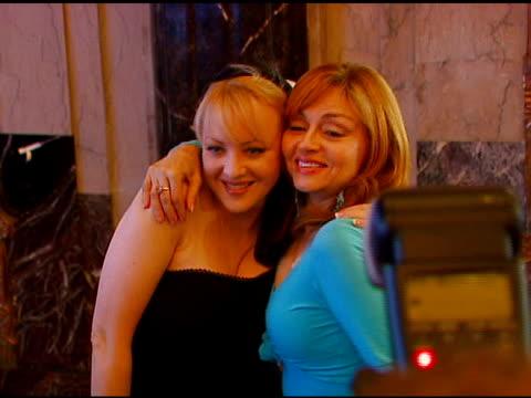 vídeos de stock, filmes e b-roll de wendi mclendoncovey and judy tenuta at the los angeles opening of 'little women' at pantages theater in hollywood california on august 2 2006 - wendi mclendon covey
