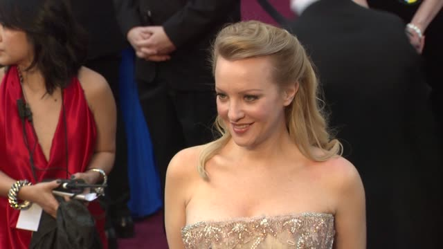 vídeos de stock, filmes e b-roll de wendi mclendoncovey at 84th annual academy awards arrivals on 2/26/12 in hollywood ca - wendi mclendon covey
