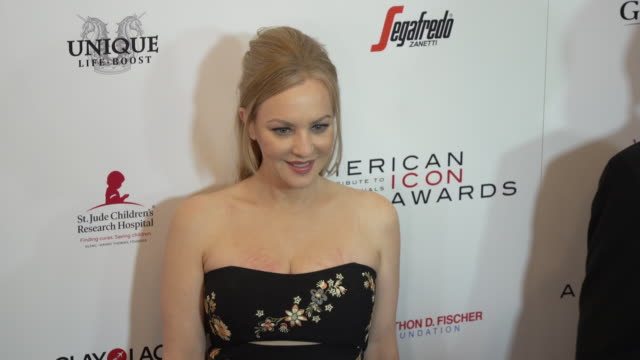 vídeos de stock, filmes e b-roll de wendi mclendoncovey at the american icon award at regent beverly wilshire hotel on may 19 2019 in beverly hills california - wendi mclendon covey