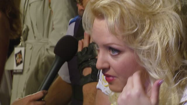 vídeos de stock, filmes e b-roll de wendi mclendoncovey at the 'reno 911 miami' premiere at grauman's chinese theatre in hollywood california on february 16 2007 - wendi mclendon covey