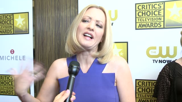 vídeos de stock, filmes e b-roll de interview wendi mclendoncovey on being nominated and on the other shows honored at the 2014 critics' choice television awards at the beverly hilton... - wendi mclendon covey