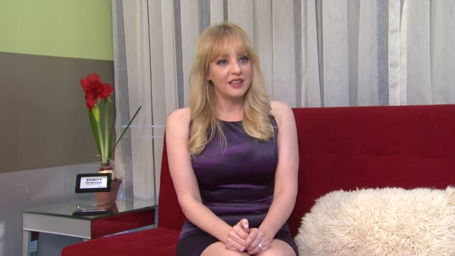 vídeos de stock, filmes e b-roll de wendi mclendoncovey on what she watches on tv at the 'bridesmaids' 2011 xfinity on demand awards winner for most watched movie - wendi mclendon covey