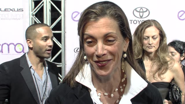 wendie malick on the event, going green at the the 18th annual environmental media awards benefiting the environment at los angeles ca. - wendie malick stock videos & royalty-free footage