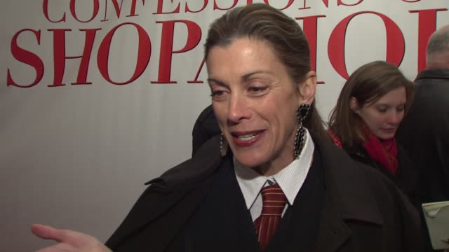 vídeos de stock, filmes e b-roll de wendie malick talks about playing a mean person in the film who is the leader of shopaholics anonymous. she talks about how fun the set was, working... - shopaholic
