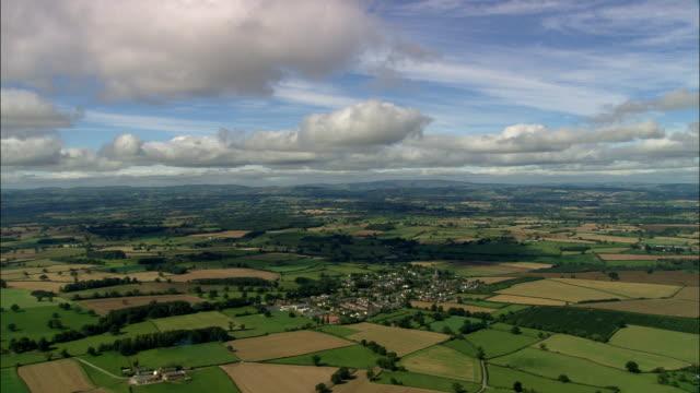 weobly village - flygfoto - england, herefordshire, weobley, storbritannien - herefordshire bildbanksvideor och videomaterial från bakom kulisserna