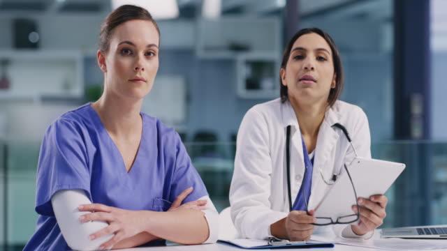 vídeos de stock e filmes b-roll de we're serious about providing quality healthcare to all - clínica médica