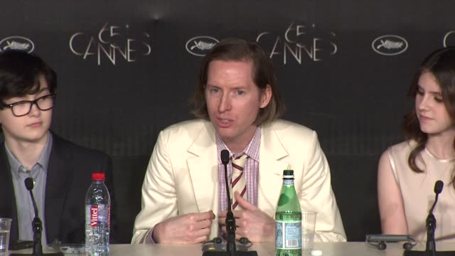 wes anderson on the emotion of falling in love. bruce willis on being directed by wes anderson at moonrise kingdom press conference: 65th cannes film... - falling in love stock videos & royalty-free footage
