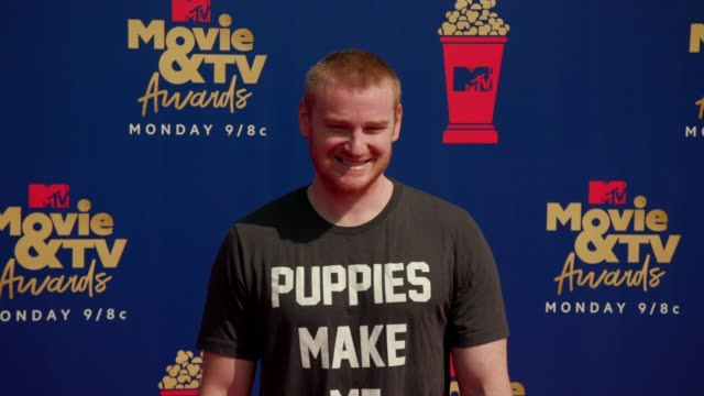 wes bergmann at the 2019 mtv movie tv awards at barkar hangar on june 15 2019 in santa monica california - mtv movie & tv awards stock videos & royalty-free footage