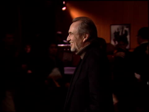 wes craven at the 'gangs of new york' premiere at dga in los angeles, california on december 17, 2002. - ギャング・オブ・ニューヨーク点の映像素材/bロール