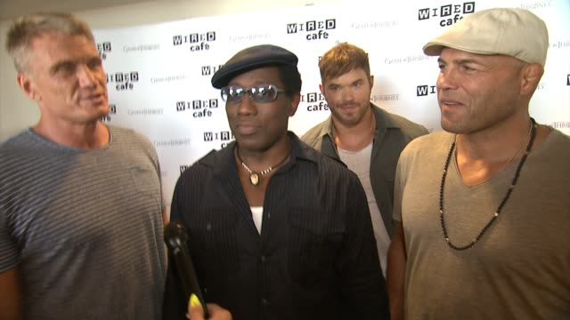wesley snipes, kellan lutz, dolph lundgren and randy couture on comic-con and the expendables movie - wired cafe @ comic-con day one at omni hotel on... - mensch und maschine stock-videos und b-roll-filmmaterial