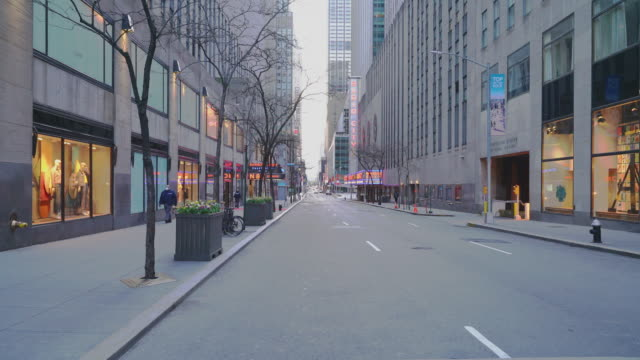 west 50 street nearby rockefeller center, one of the most crowded destinations in new york city, abandoned due to the covid-19 pandemic outbreak. - state of emergency stock videos & royalty-free footage