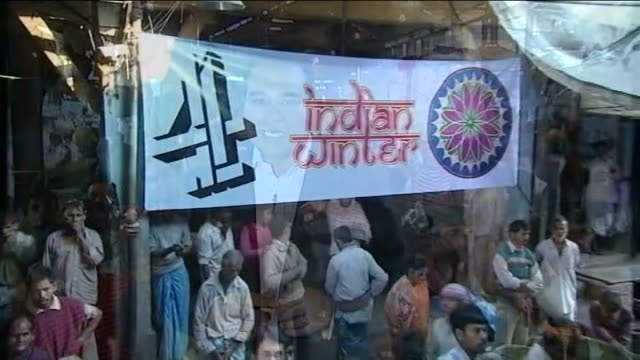 west bengal kolkata int reporter to camera cutaway hectic 24 hour vegetable market - west bengal stock videos and b-roll footage