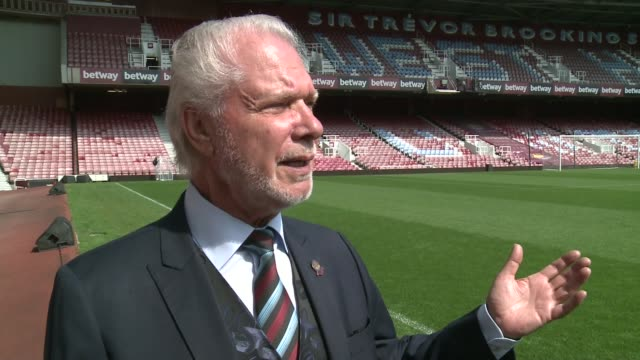 a look at the club's history david gold interview sot don't tell karren brady this but i used to sneak in didn't pay and i could squeeze between the... - カレン ブラディ点の映像素材/bロール