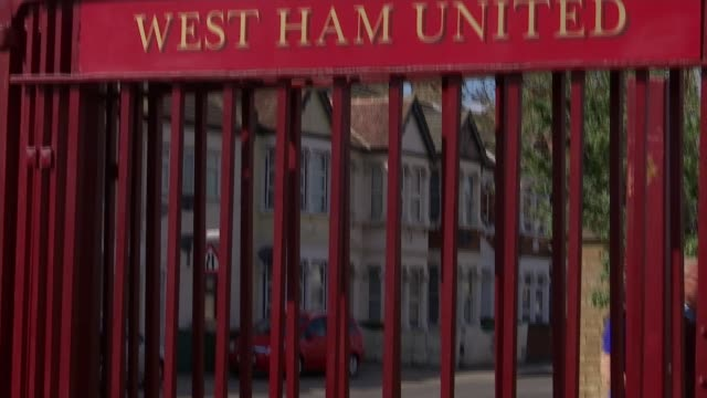 a look at the club's history england london upton park ext sir trevor brooking along to stadium with reporter and natsot 'lot of great memories' name... - ウェストハム・ユナイテッドfc点の映像素材/bロール