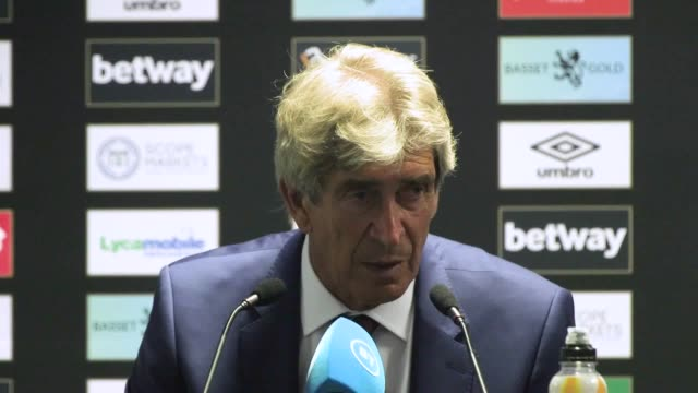 vidéos et rushes de west ham manager manuel pellegrini discusses the use of var after his team's 0-5 defeat to man city in the first game of the 2019/20 premier league... - var