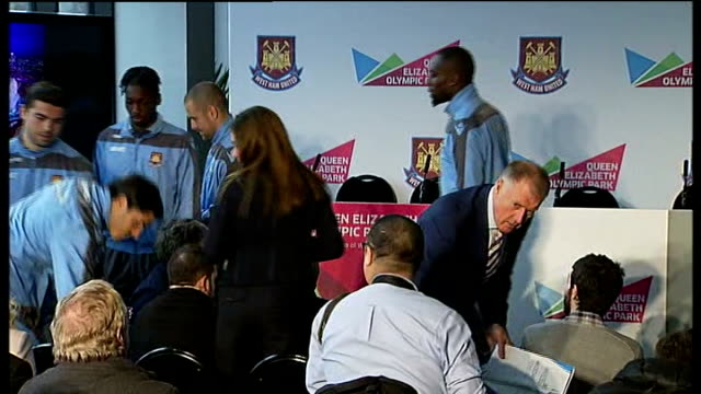 vidéos et rushes de west ham united granted 99 year lease on the olympic stadium int karren brady karren brady and others into press conference boris johnson press... - rock moderne