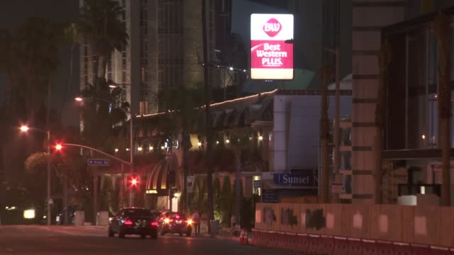 vidéos et rushes de west hollywood, ca, u.s. - exteriors of hotels in west hollywood illuminated by night, on wednesday, july 29, 2020. - west hollywood