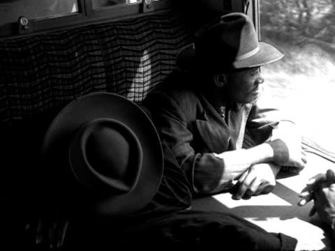 vídeos de stock e filmes b-roll de west indian immigrants travel on a train from southampton docks to london - southampton inglaterra