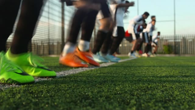 vidéos et rushes de west london football club which helps tackle youth radicalisation visits brussels t12101537 / tx london southall various shots of children training... - belgique