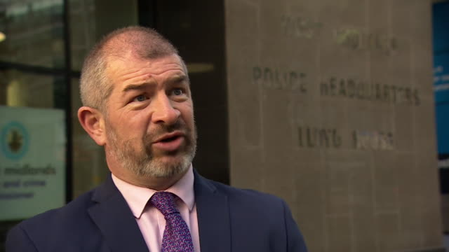 west midlands police detective chief superintendent mark payne talking about the murders of raneem oudeh and her mother khaola saleem by janbaz tarin - west midlands stock-videos und b-roll-filmmaterial