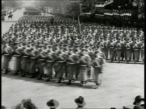 stockvideo's en b-roll-footage met west point cadets marching in formation on pennsylvania avenue president woodrow wilson edith standing in reviewing stand ws brigade of midshipman... - woodrow wilson
