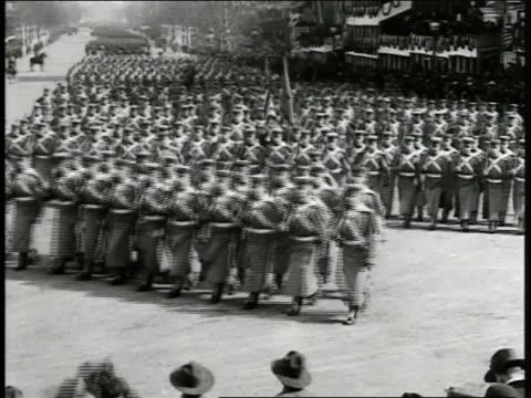 vídeos y material grabado en eventos de stock de west point cadets marching in formation on pennsylvania avenue president woodrow wilson edith standing in reviewing stand ws brigade of midshipman... - woodrow wilson