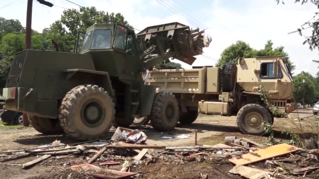 stockvideo's en b-roll-footage met west virginia national guard soldiers and aimen assistance in the clean-up operation after the devastating flooding that struck central and southern... - opluchting